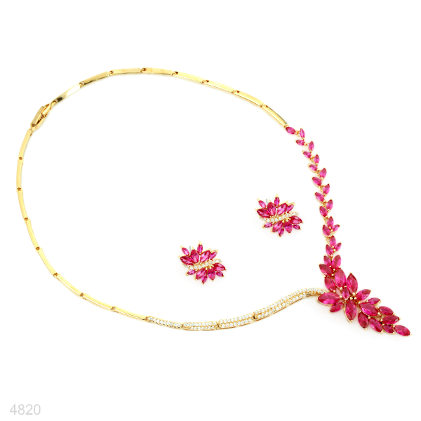 Necklace and ear ring set gold