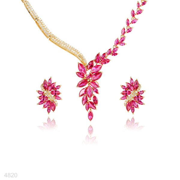 Necklace and earring set gold