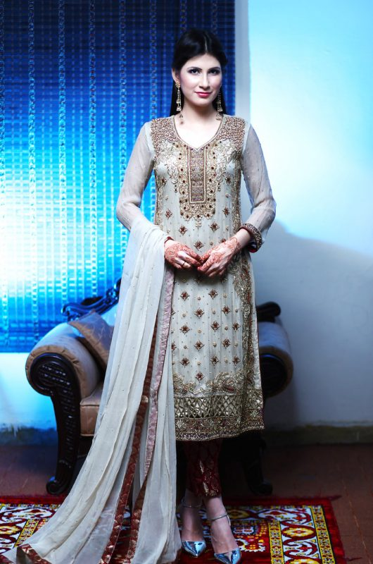 white indian dress wedding,